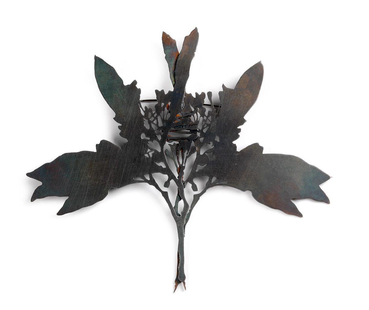 Marian Hosking, Blueberry ash, broche, 2008. Collectie Daalder. Foto met dank aan Art Gallery of South Australia, Grant Hancock©