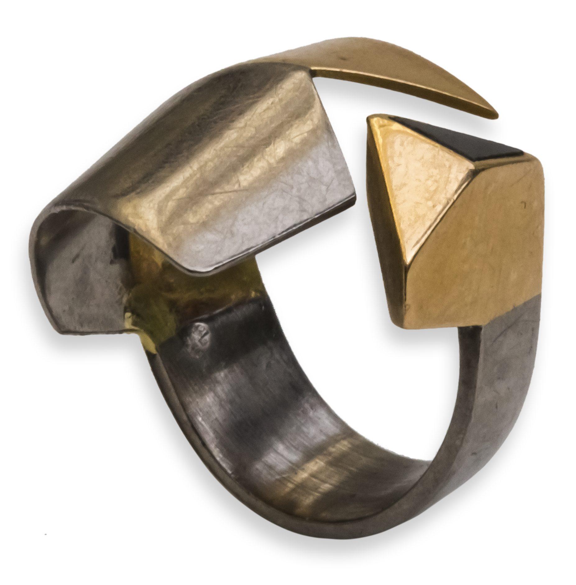 Klaus Ullrich, ring, 1987. Collectie Ida Boelen-van Gelder. Fotografie Aldo Smit©