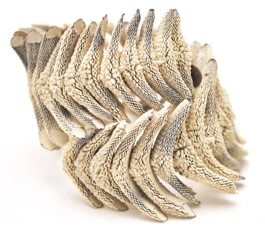 Tzuri Gueta, Colonne, armband. Foto met dank aan Tzuri Gueta©