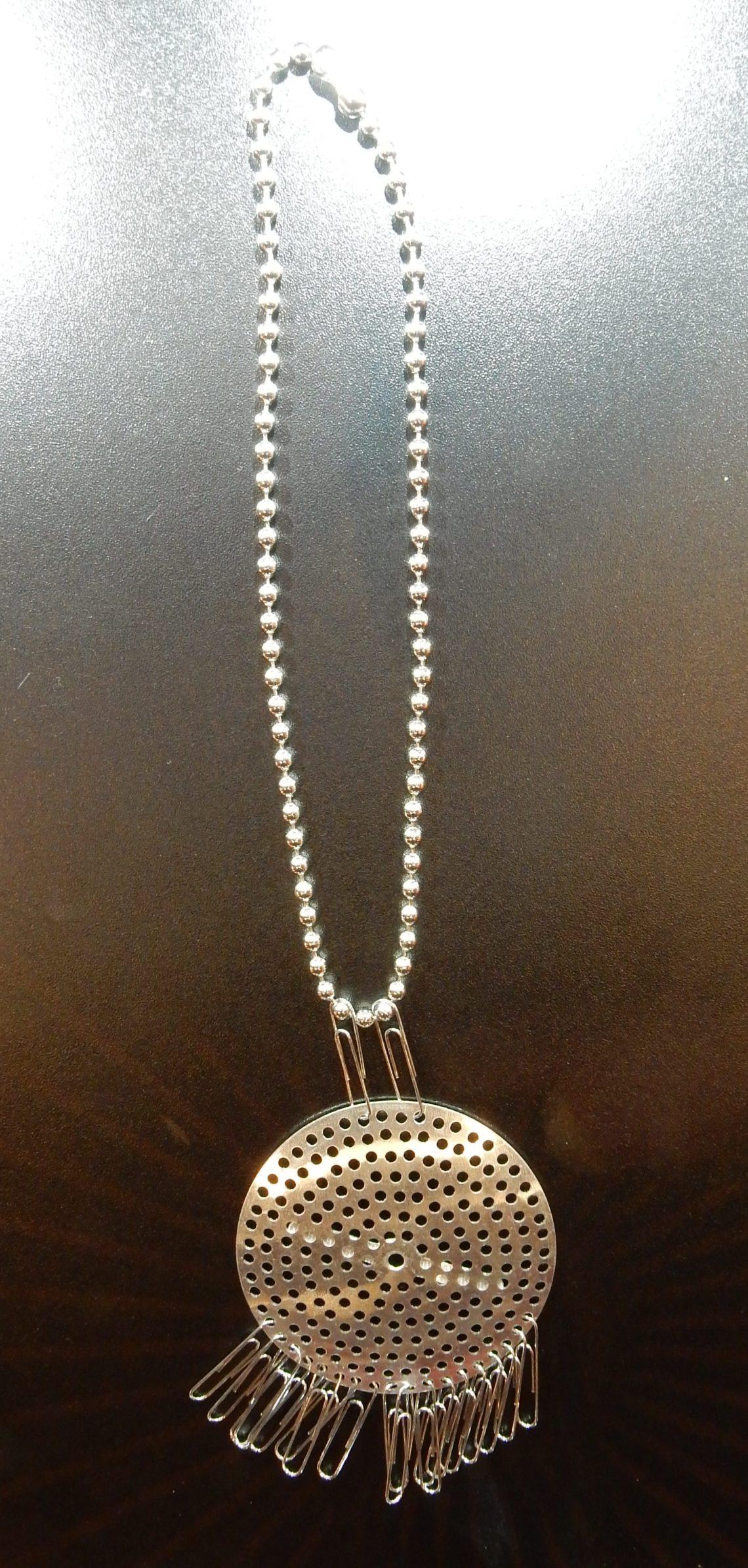 Anni Albers, Make your own necklace kit #2, halssieraad, 1941. Collectie Liesbeth den Besten. Schakels, Concept, SAF 2018. Foto Esther Doornbusch, CC BY 4.0