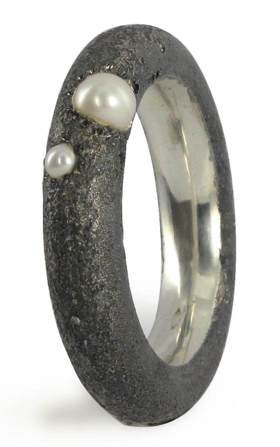 Ambroise Degenève, ring. Foto met dank aan Galerie Elsa Vanier©