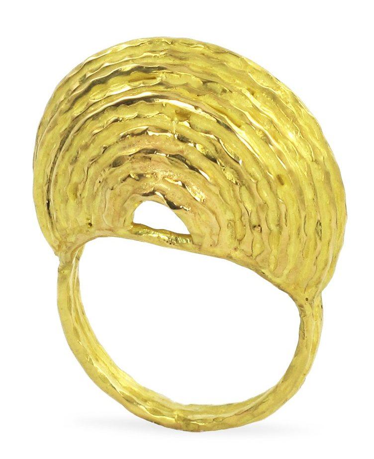 Hélène Courtaigne Delalande, Terra, ring. Foto met dank aan Galerie Elsa Vanier©