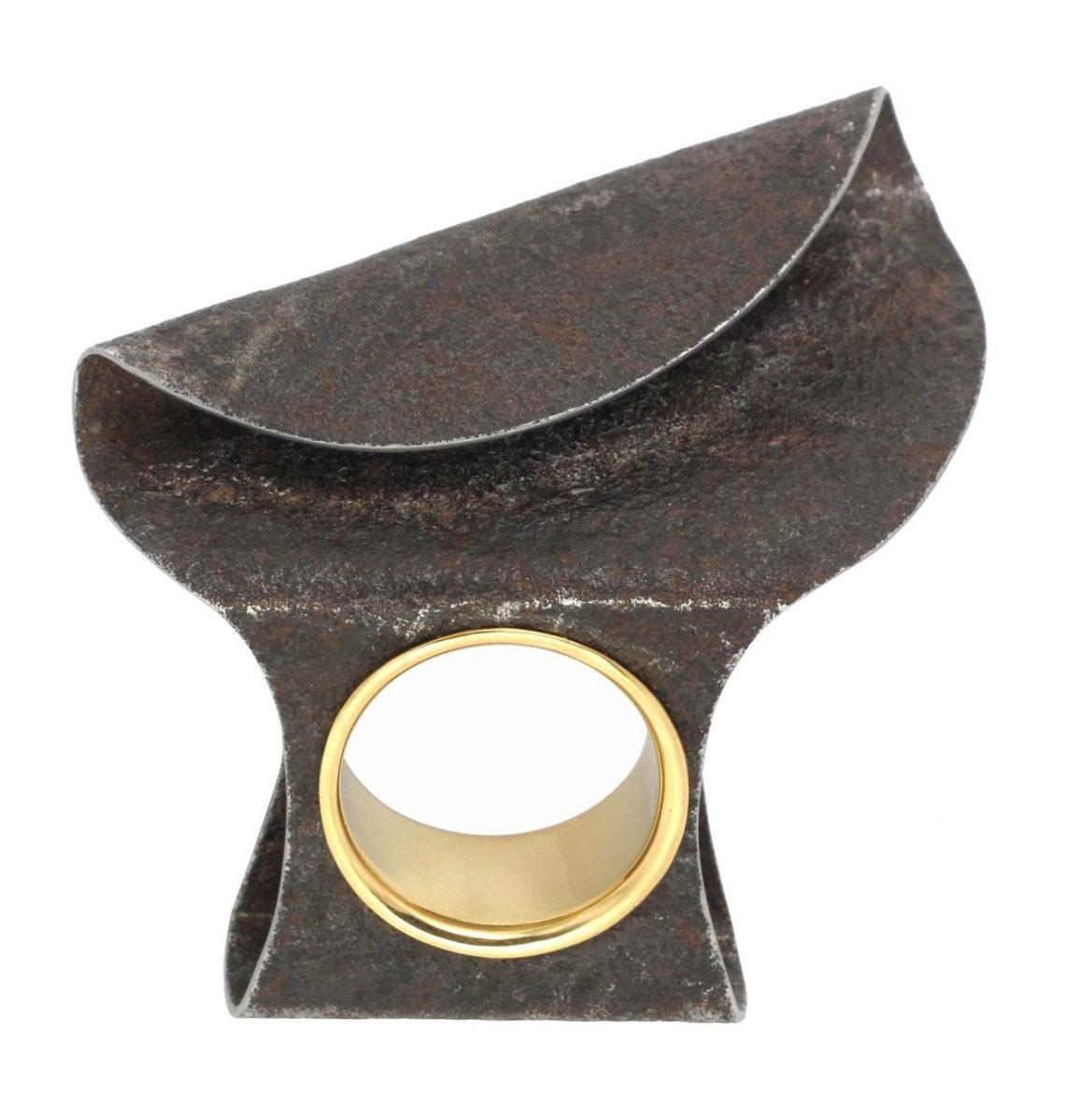 Marianne Anselin, Plier, ring. Foto met dank aan Galerie Elsa Vanier©