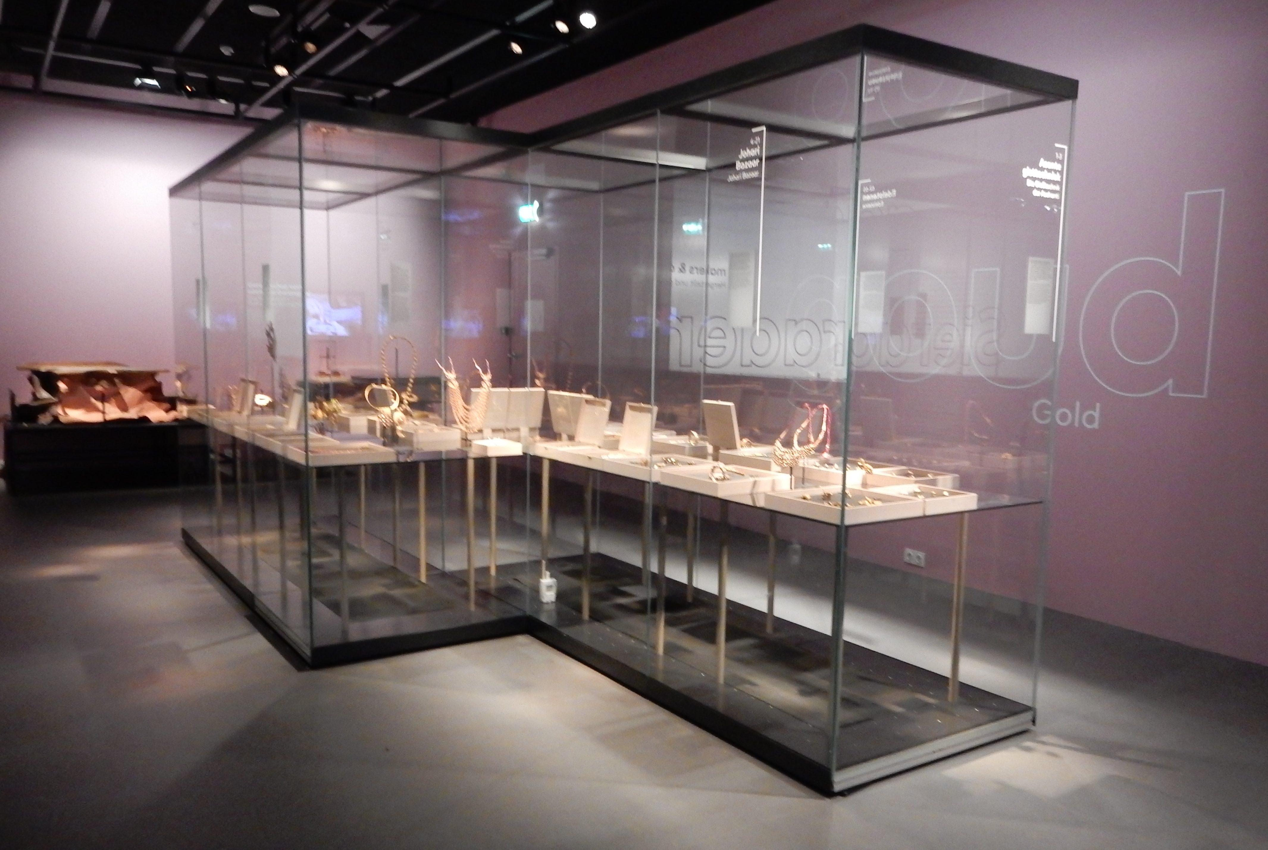 Sieraden, makers en dragers, Goud, Afrika Museum, Berg en Dal. Foto met dank aan Coert Peter Krabbe, 2018, CC BY 4.0