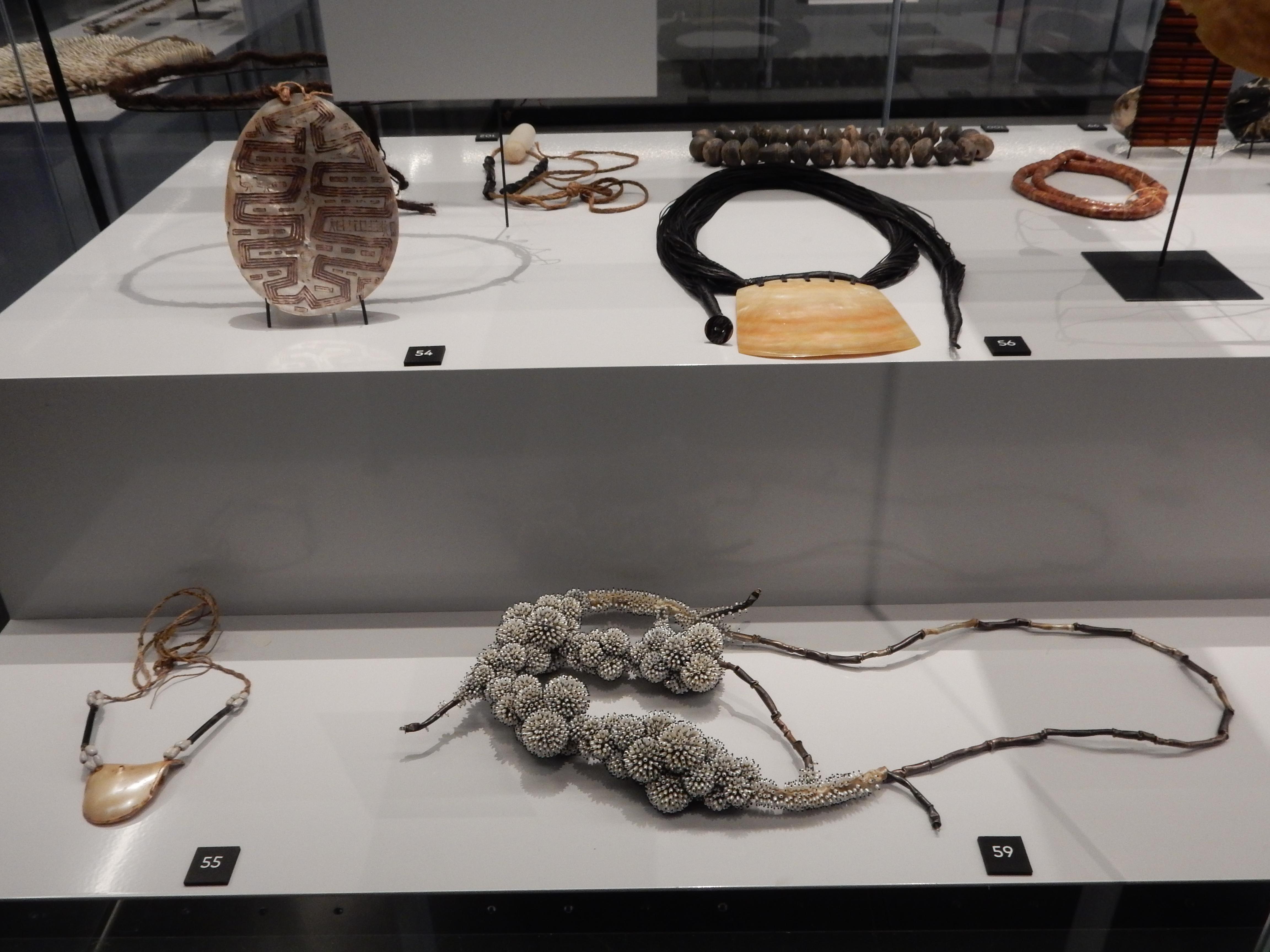 Sieraden, makers en dragers, Natuur, Afrika Museum, Berg en Dal. Foto met dank aan Coert Peter Krabbe, 2018, CC BY 4.0