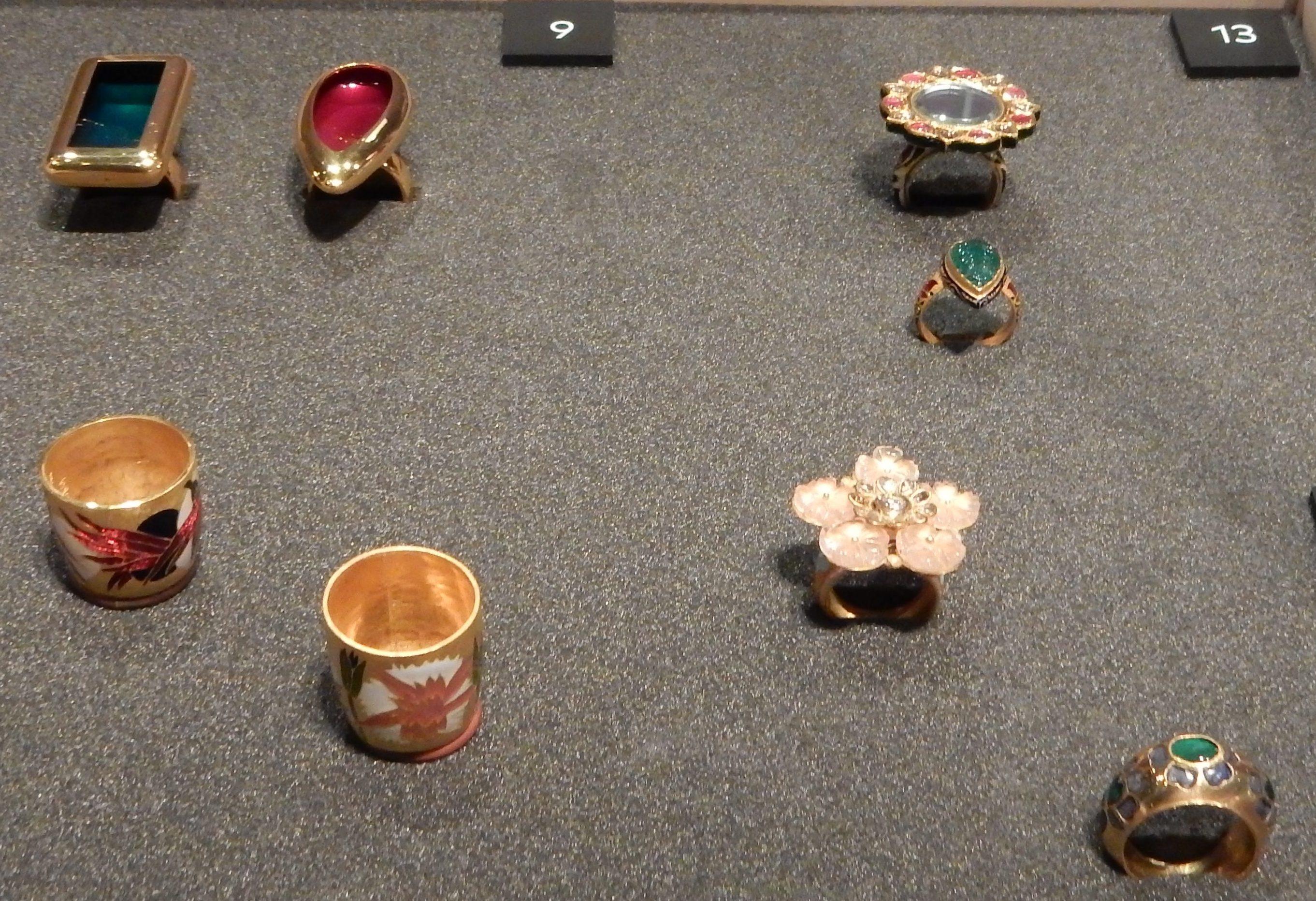 Sieraden, makers en dragers, Goud, ringen. Afrika Museum, Berg en Dal. Foto met dank aan Coert Peter Krabbe, 2018, CC BY 4.0