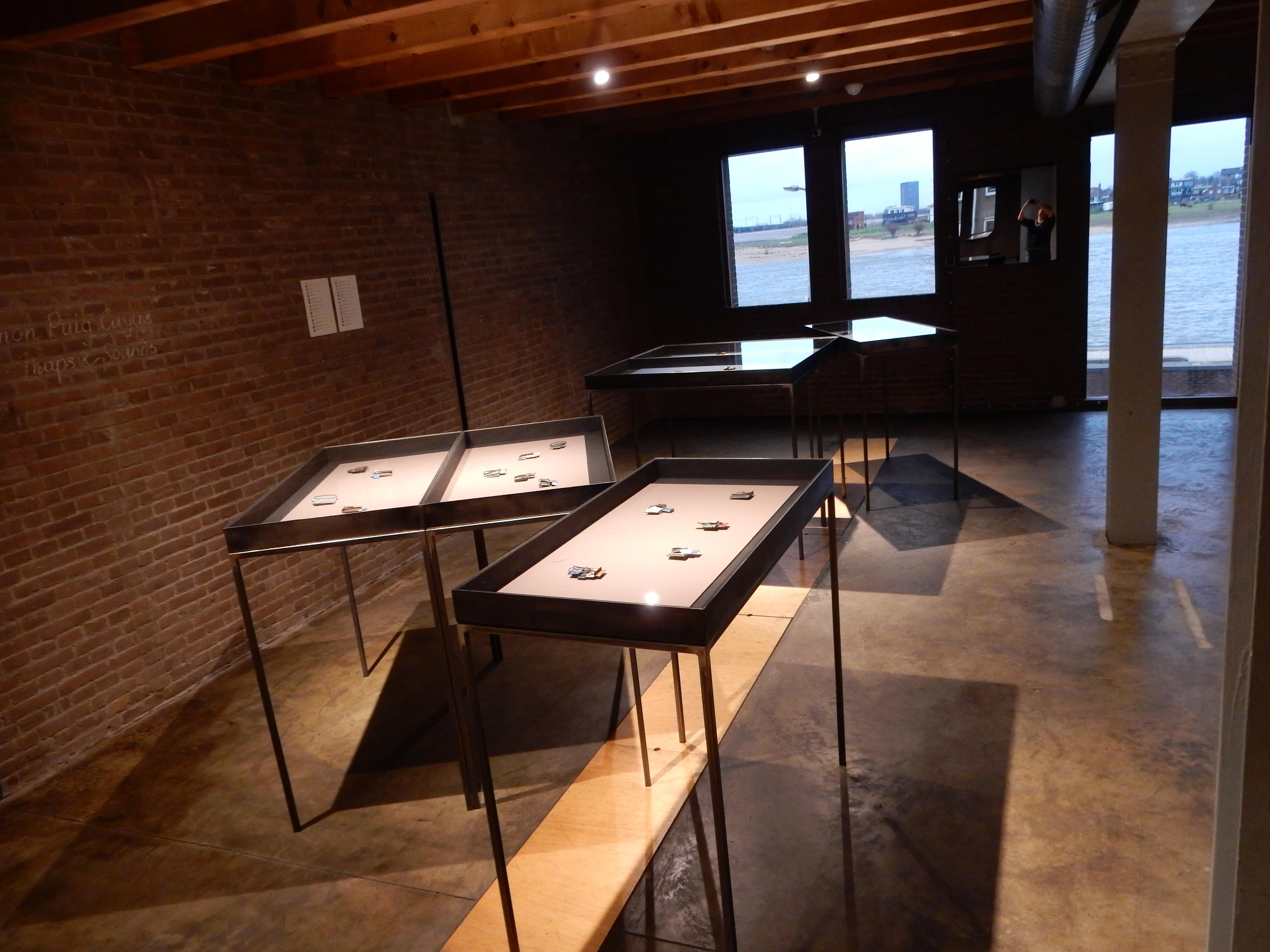 Ramón Puig Cuyàs, broches. Galerie Marzee. Foto Esther Doornbusch, 22 december 2018, CC BY 4.0