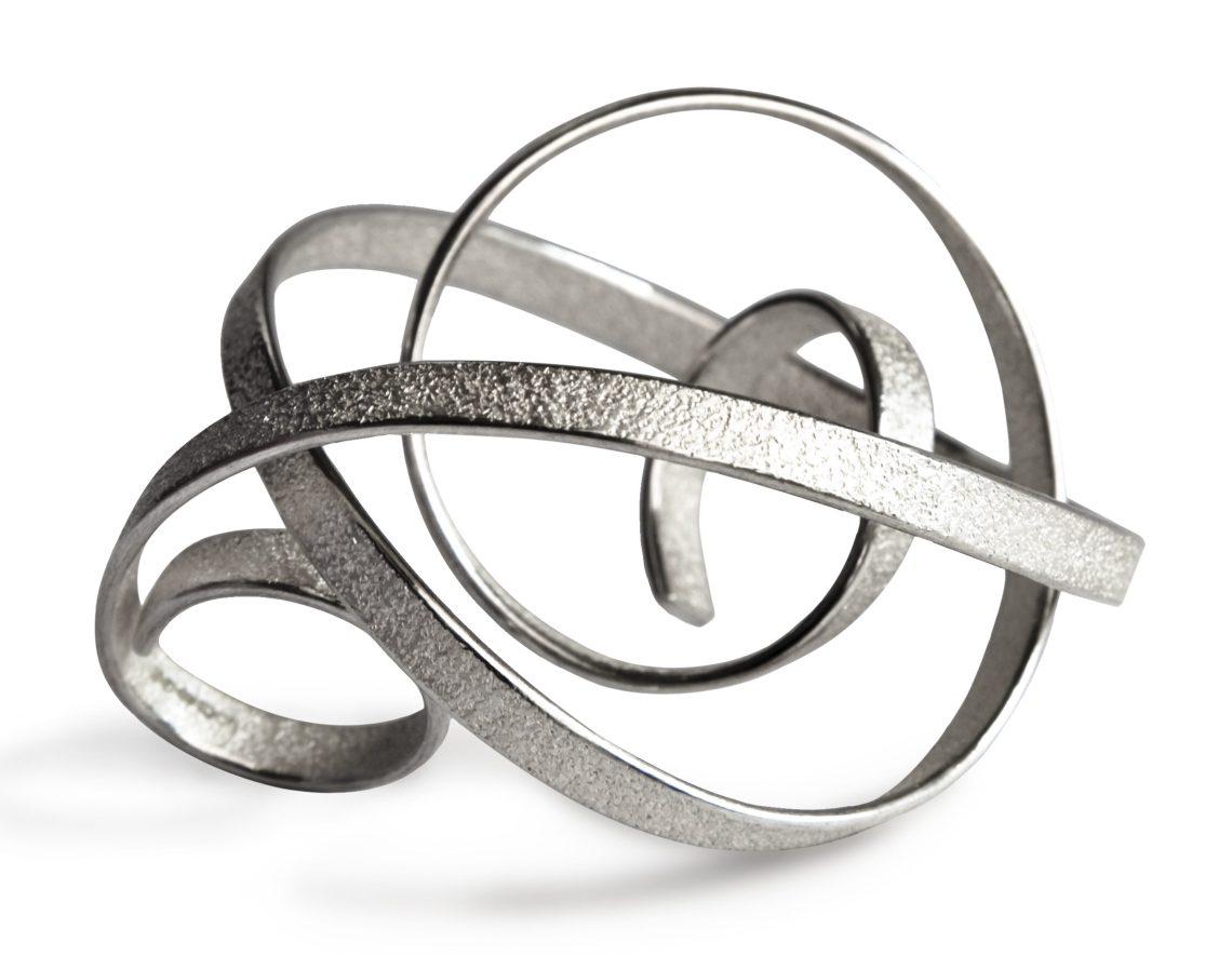 Ute Decker, Curl, ring. Foto met dank aan Galerie Elsa Vanier©
