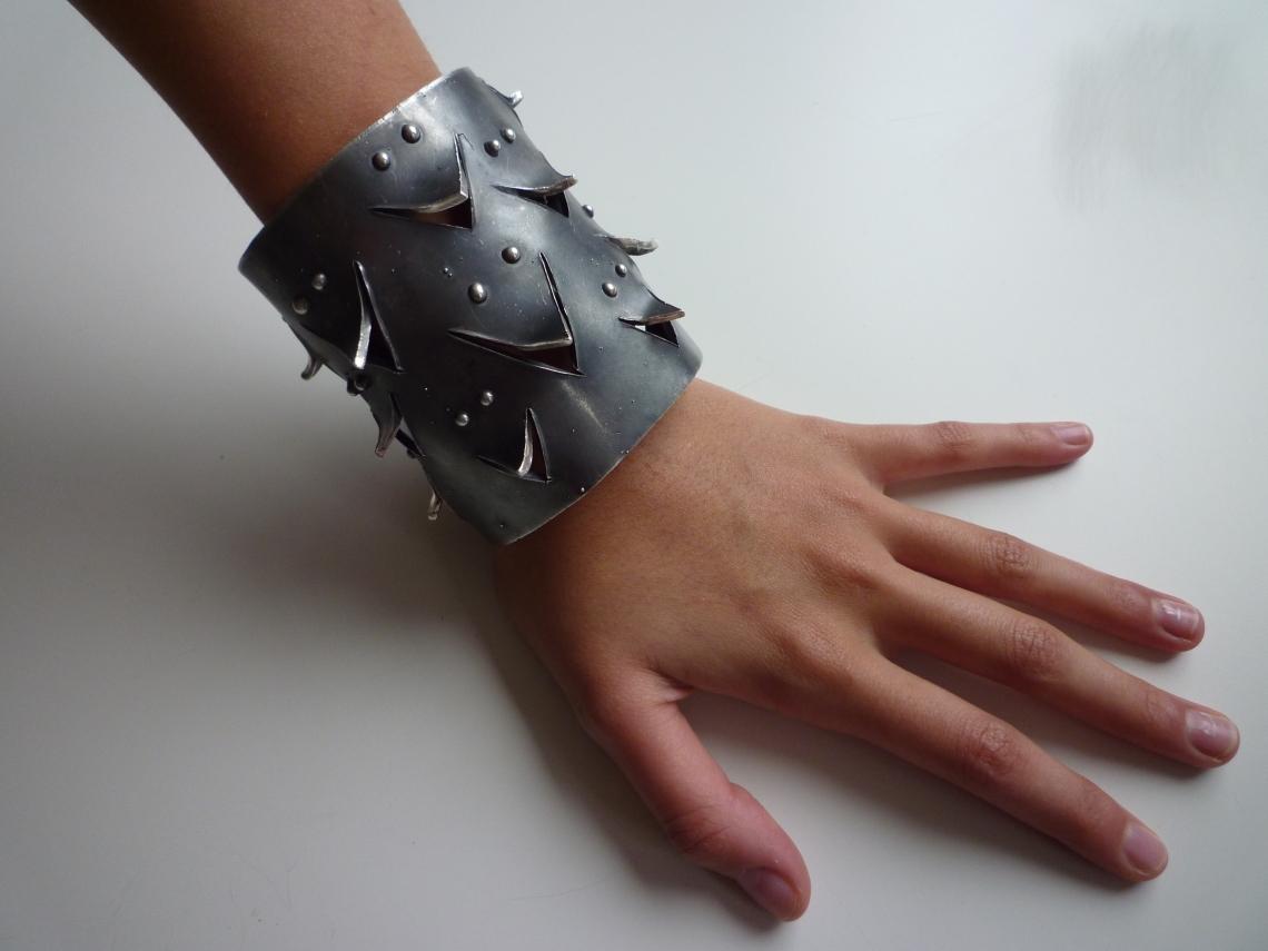 Alina Alamorean, Spikes, armband. Foto met dank aan Alina Alamorean©