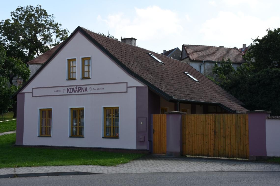 Smederij van de familie Krbálek te Miroslav. Foto met dank aan Wikimedia Commons, Ben Skála, Benfoto, CC BY-SA 3.0