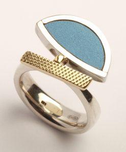 Karel Betman, ring. Foto met dank aan Galerie Beeld & Aambeeld©