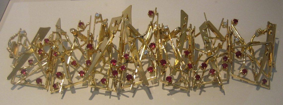 Anneke Schat, Flashing Glitter, armband, 2014. Museum Van der Togt, februari 2019. Foto Esther Doornbusch©