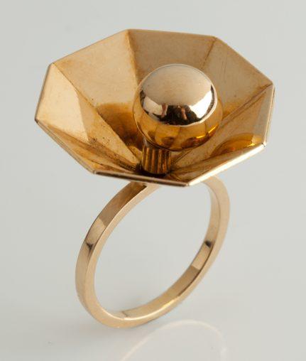 Pol Bury, ring, 1970. Foto met dank aan Didier Ltd©