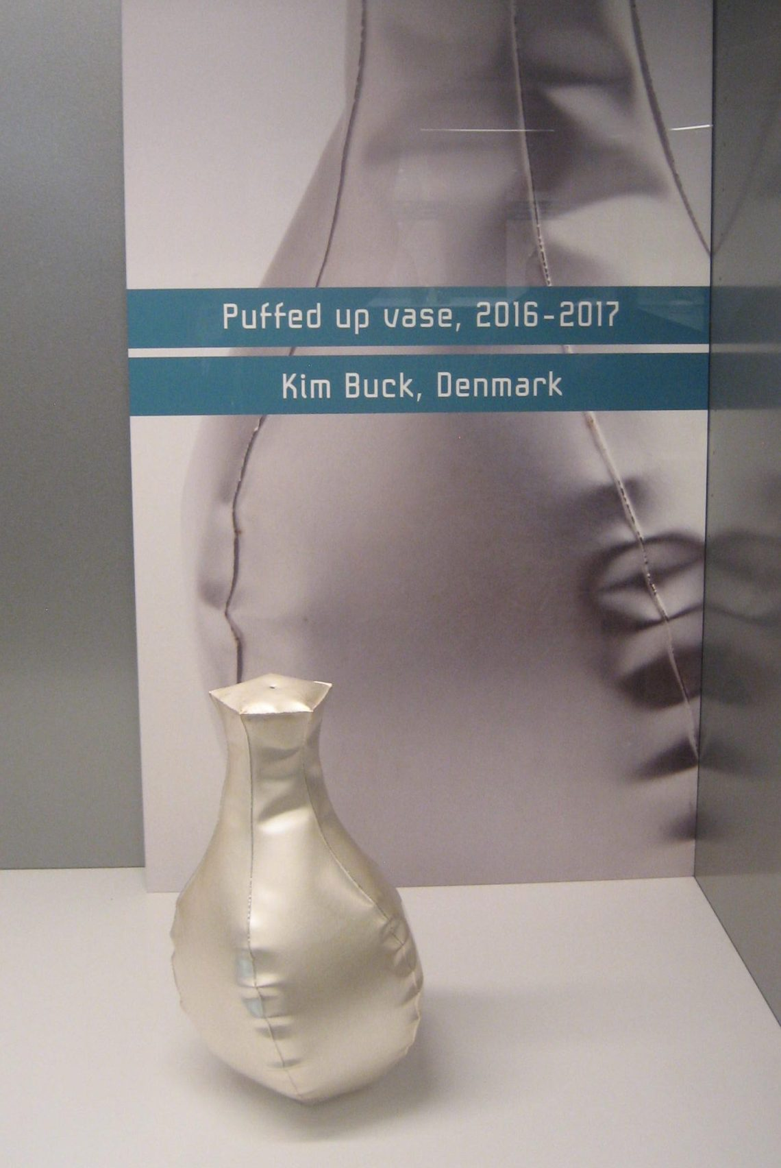 Kim Buck, Puffed up vase, 2016-2017. Foto Esther Doornbusch, 29 maart 2019, CC BY 4.0