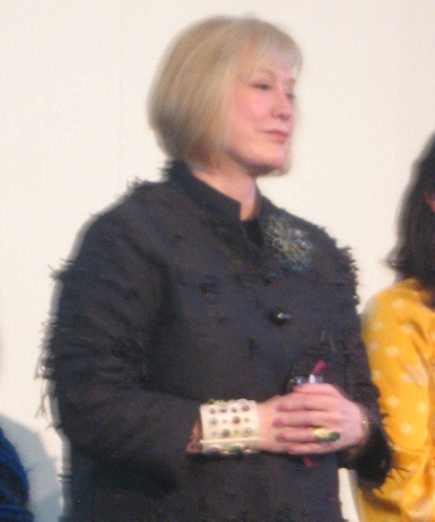 Susan Beech draagt een armband van Evert Nijland, München. Foto Esther Doornbusch, 16 maart 2019, CC BY 4.0