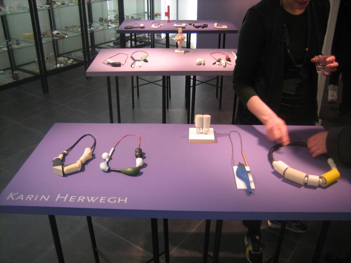 Karin Herwegh in Galerie Ra. Foto Esther Doornbusch, maart 2019, CC BY 4.0
