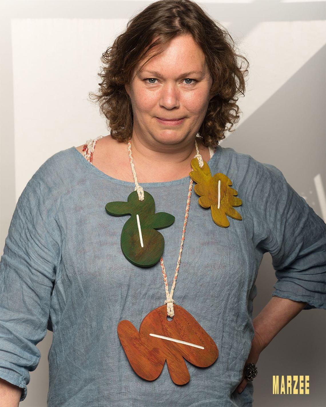 Esther Doornbusch draagt Julia Walter, 24 mei 2019. Foto met dank aan Galerie Marzee/Michiel Heffels©