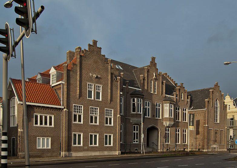 Cuypershuis Roermond, 2011. Foto met dank aan Wikimedia, Alupus, CC BY-SA 3.0