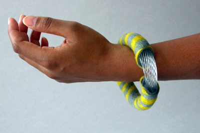 Brigit Daamen, Zuurstokarmband, 2010. Foto met dank aan Brigit Daamen©