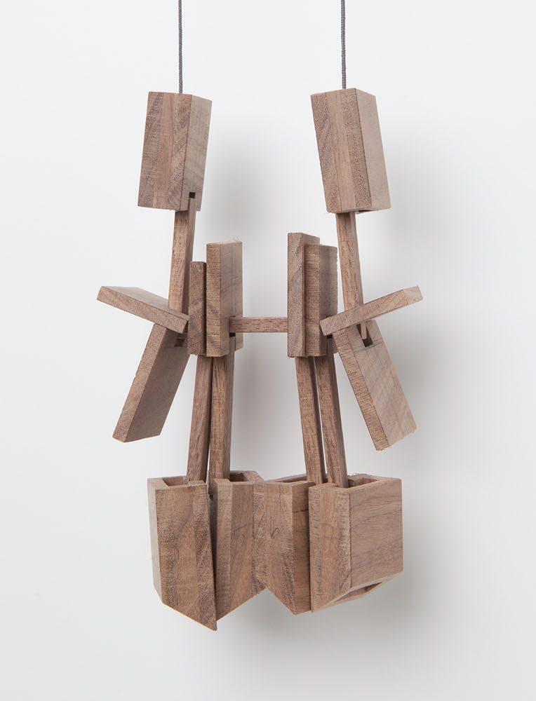 Despo Sophocleous, Momentarily Displaced 4, halssieraad, 2015. Foto met dank aan Galerie Marzee©