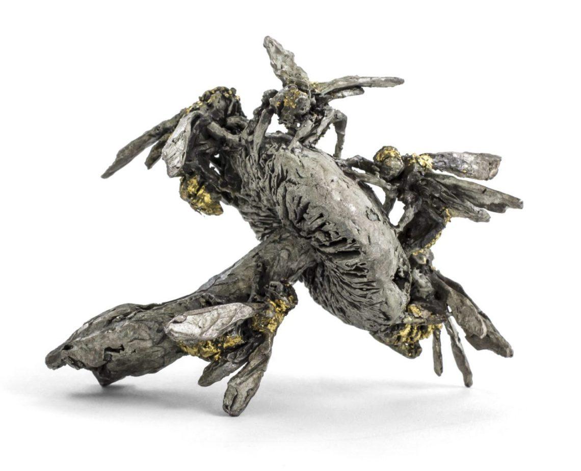 Mielle Harvey, Wasps on Mushroom Brooch, broche. Foto met dank aan Sienna Patti©