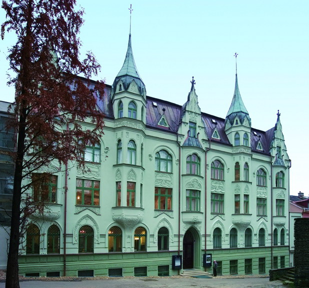 Muzeum skla a bižuterie. Foto met dank aan Wikimedia Commons, Petr Nový, CC BY-SA 3.0