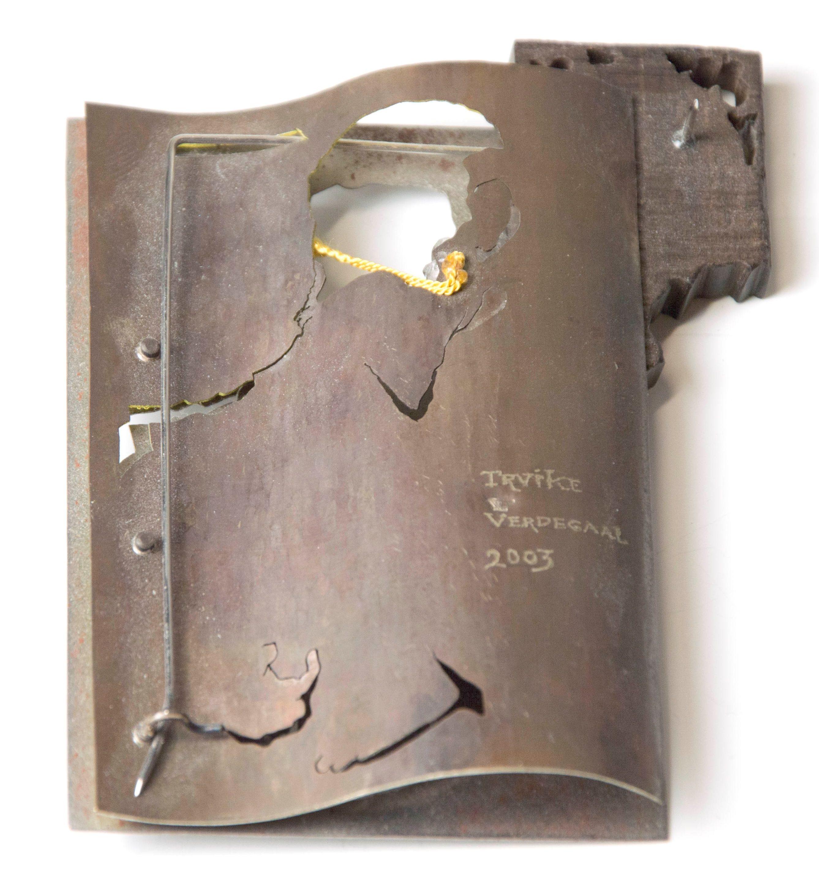 Truike Verdegaal, broche, 2003, achterzijde. Collectie CODA, C004791. Foto met dank aan CODA©