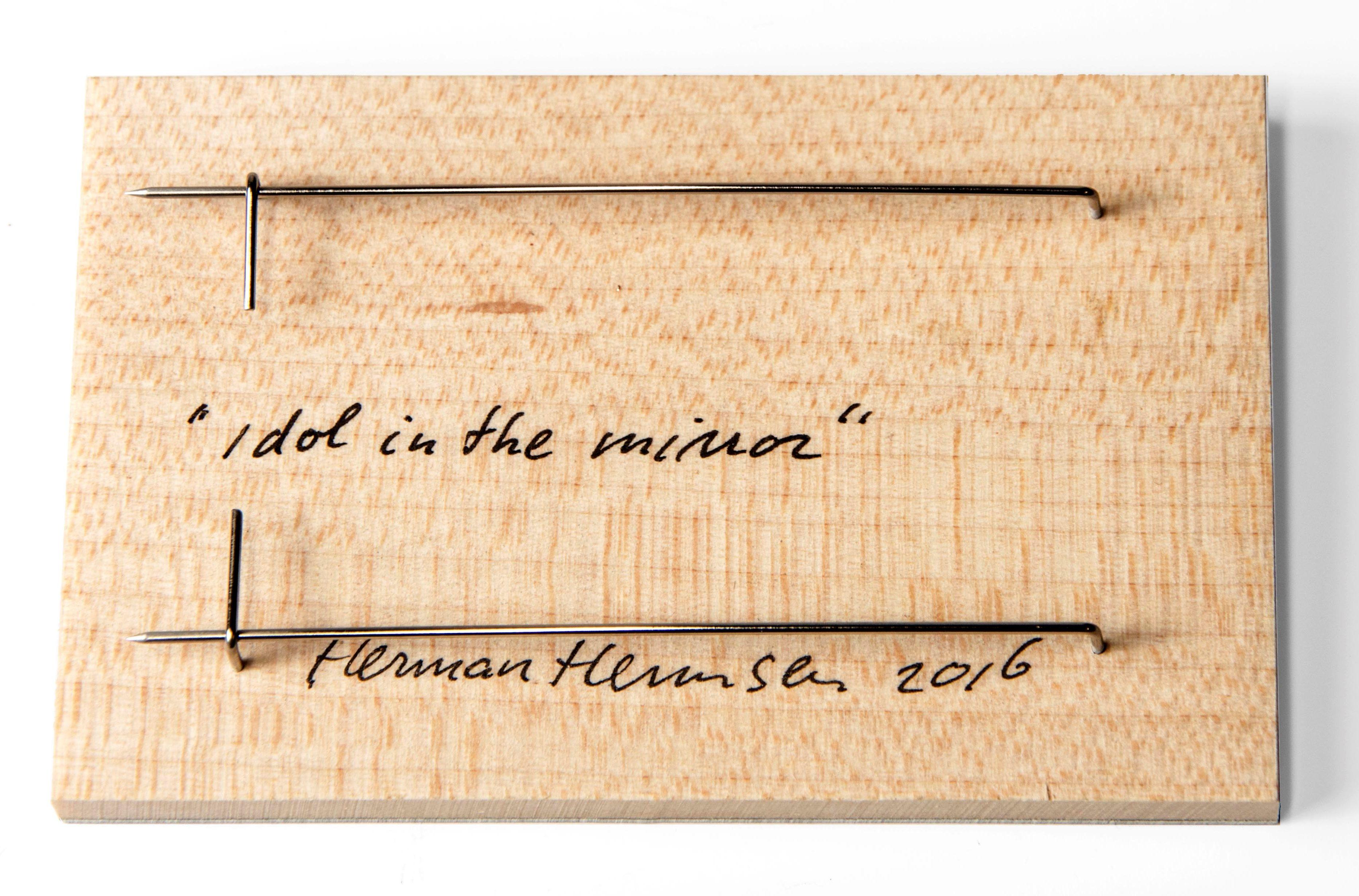 Herman Hermsen, Idol in the mirror, broche, 2016, achterzijde. Collectie CODA. Foto met dank aan CODA©