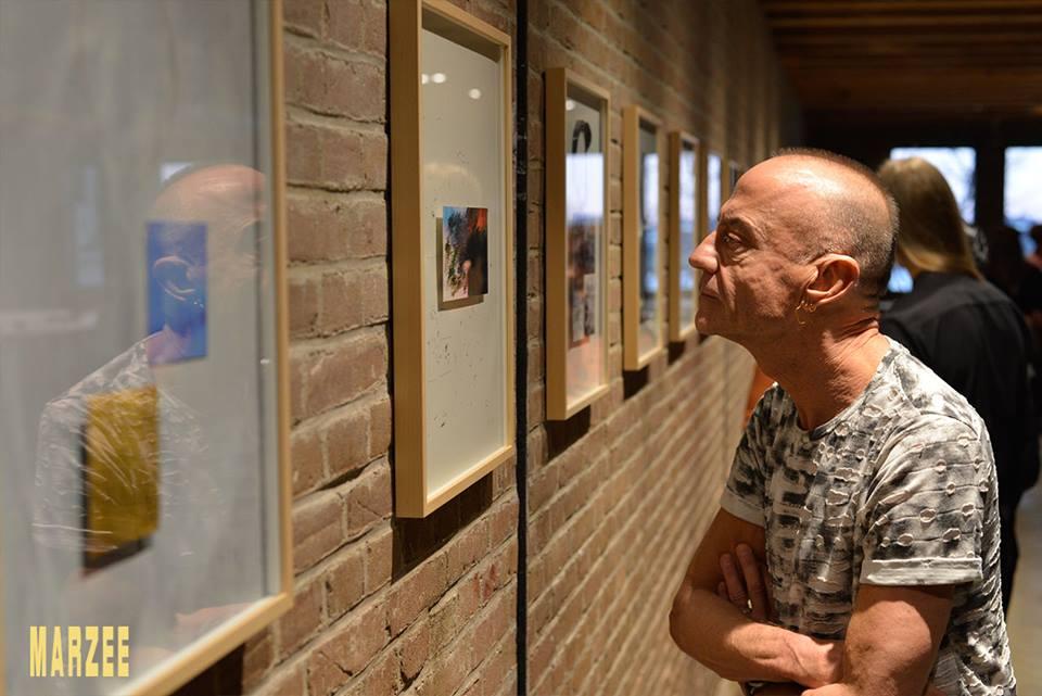 Vera Siemund en Jeldrik Oorthuys bij werk van Robert Smit in Galerie Marzee, 2019. Foto met dank aan Galerie Marzee©