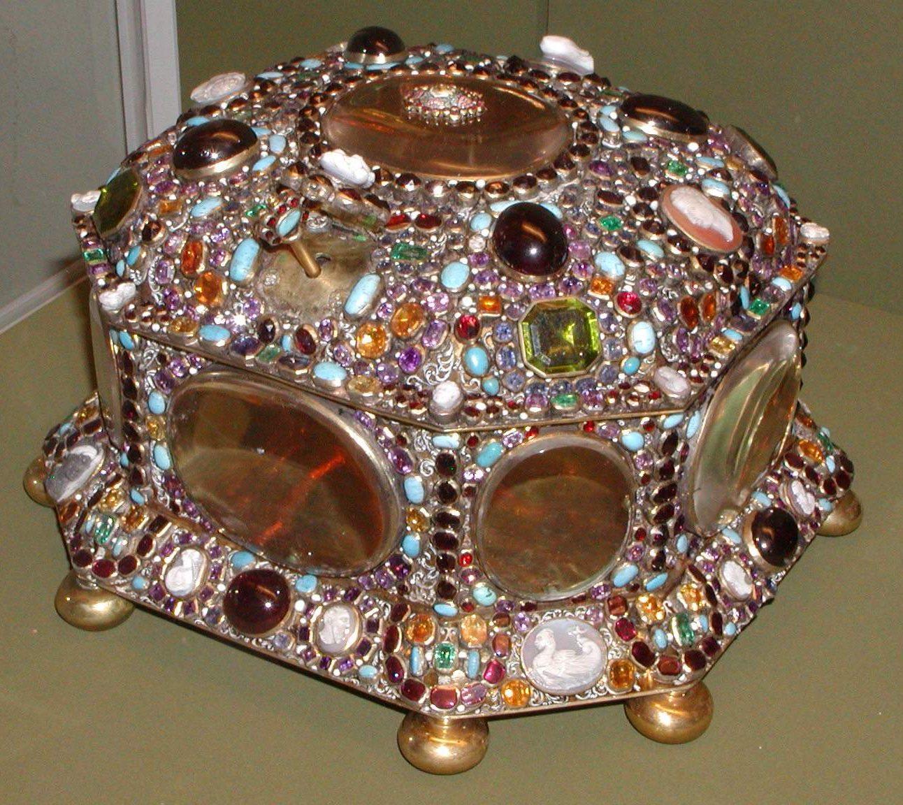 Juwelenkist, einde 17e eeuw. Juwelen! Schitteren aan het Russische hof, Hermitage, Amsterdam, 2019. Foto met dank aan State Hermitage Museum, St Petersburg©