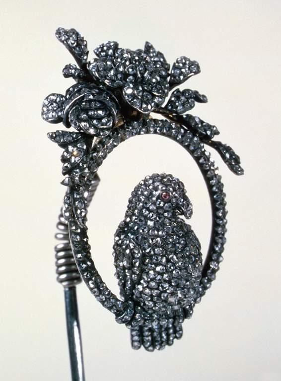 Haarspeld, 1770-1790. Juwelen! Schitteren aan het Russische hof, Hermitage, Amsterdam, 2019. Foto met dank aan State Hermitage Museum, St Petersburg©