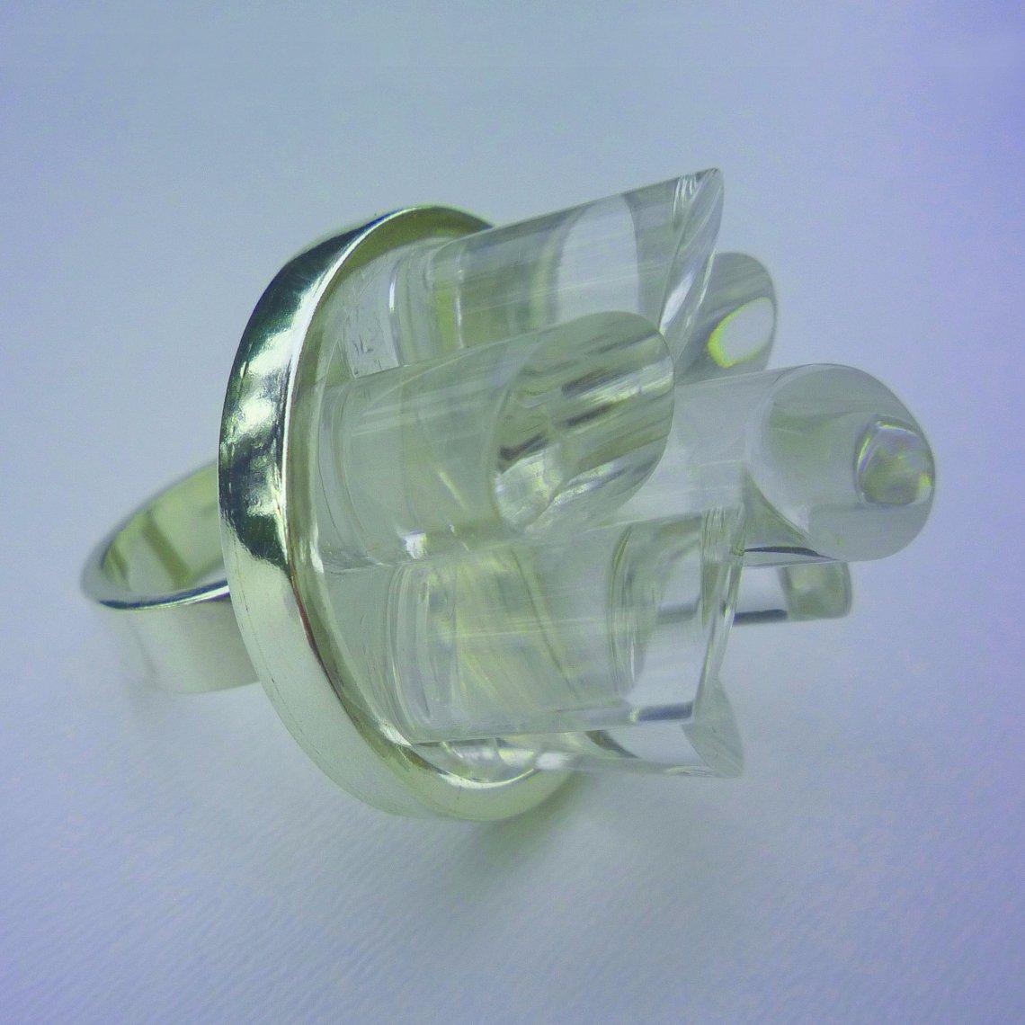 Celine Traynor, ring. Foto met dank aan Galerie Beeld & Aambeeld©