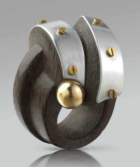 Sophia Vari, Mégara, ring, 2019. Courtesy of Louisa Guinness Gallery©