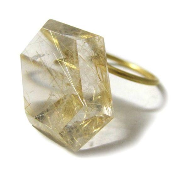 Etsuko Sonobe, ring, 2012. Foto met dank aan The Scottish Gallery©