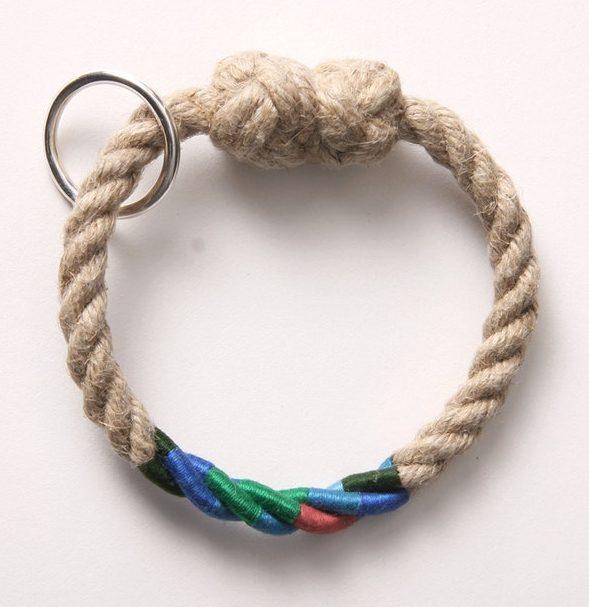 David Poston, Bangle Bracelet, armband, 2014. Foto met dank aan The Scottish Gallery©