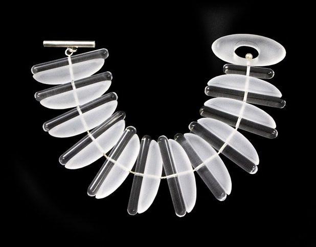 Nuala Jamison, Icicle Bracelet, armband. Foto met dank aan The Scottish Gallery©
