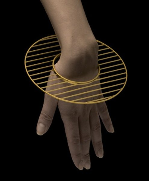 David Watkins, Veil II Bangle, armband, 2004. Foto met dank aan The Scottish Gallery©