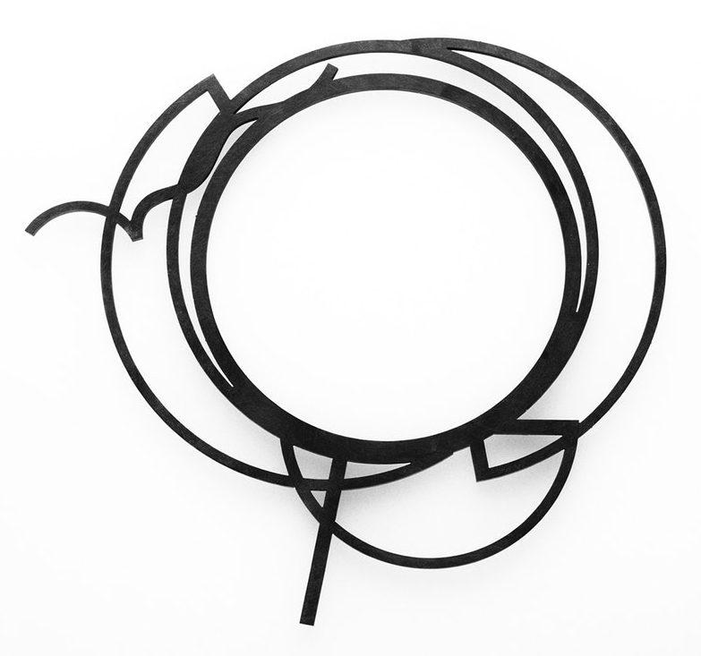 David Watkins, Orbits 5: Black Slide Neckpiece, halssieraad, 2003. Foto met dank aan The Scottish Gallery©