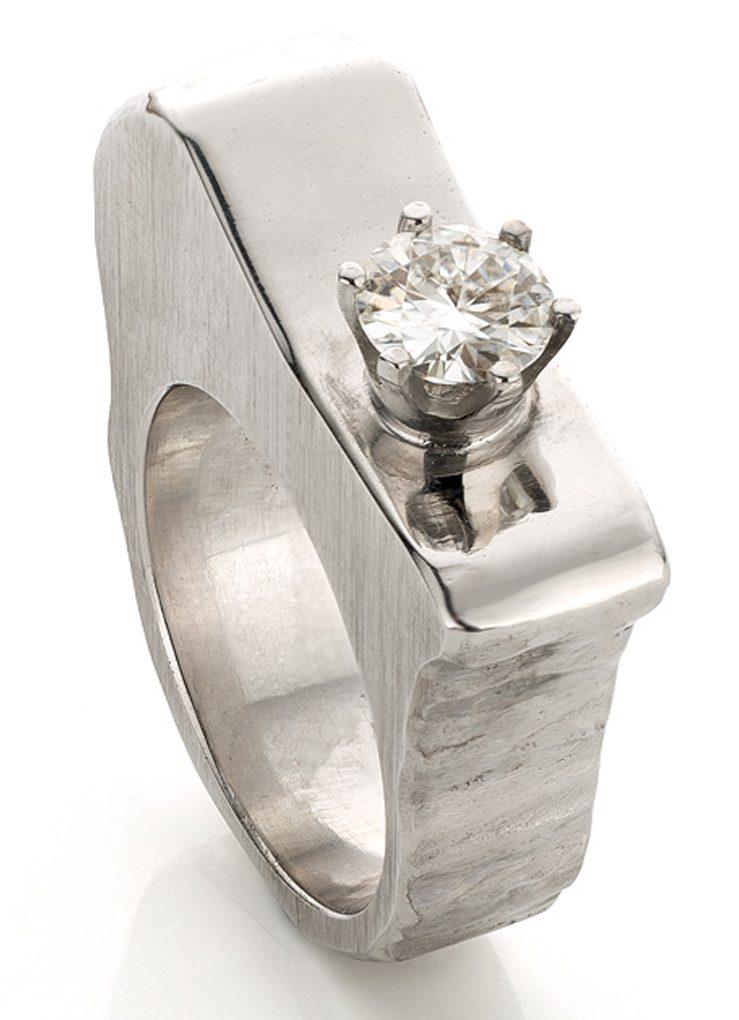 Mayestic Muse, ring, door Jakubowski en Vlasblom. Foto met dank aan Mayestic Muse©