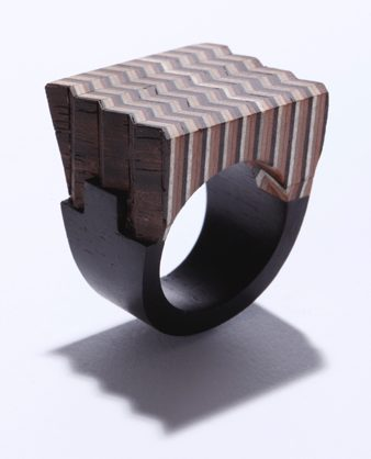Yutaka Minegishi, ring. Foto met dank aan Galerie Wittenbrink©
