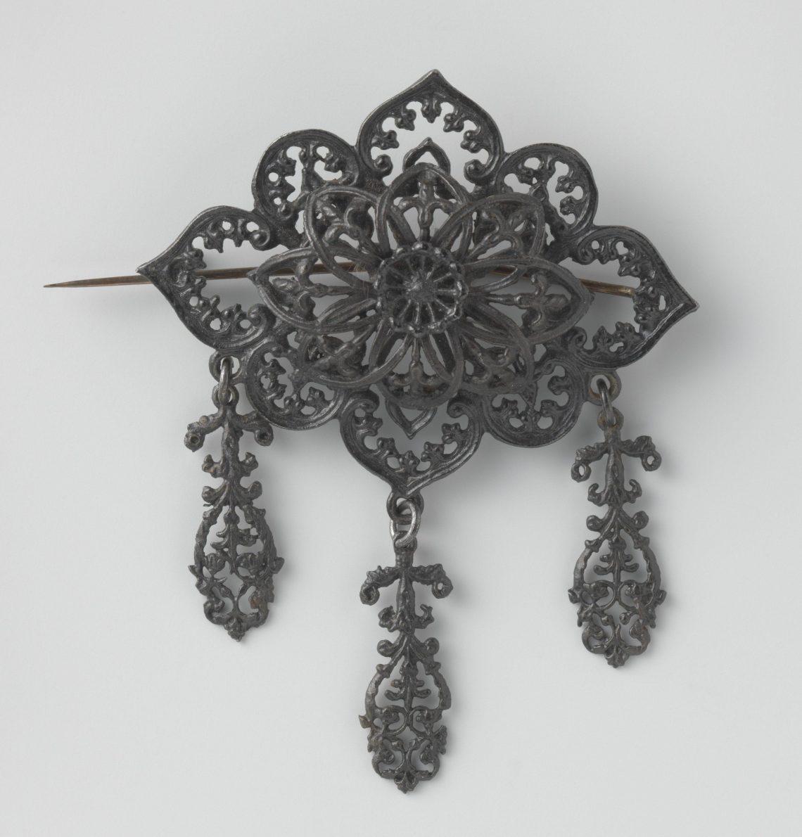 Broche, circa 1830. Collectie Rijksmuseum, BK-NM-12900-A, CC0