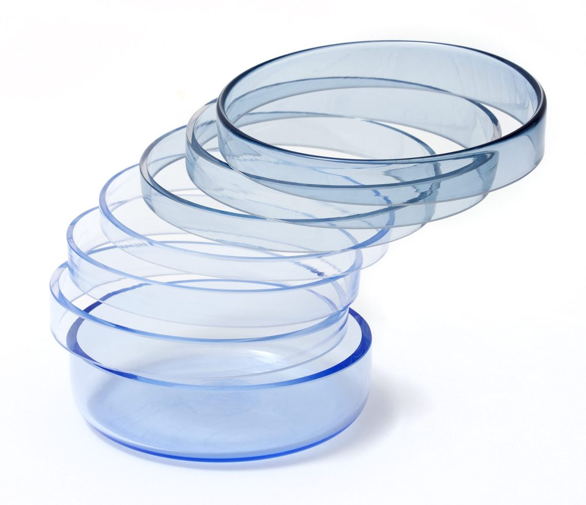 Gésine Hackenberg, Blue Twirling Tumbling Beaker. Foto met dank aan Gésine Hackenberg©