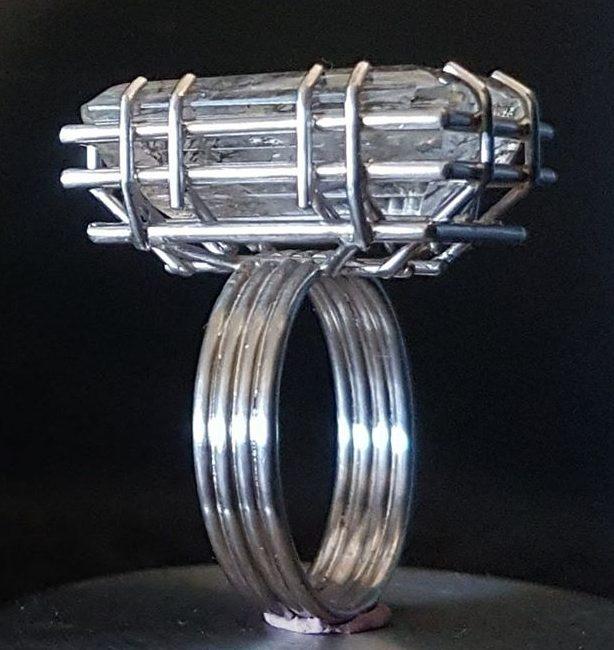 Robean Visschers, Solitair XL, ring, 2019. Foto met dank aan Robean Visschers©