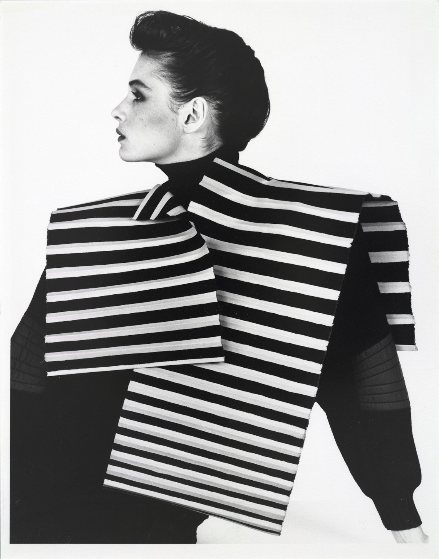 Claudie Berbée en Joke Brakman, Over-all 5a, Rechthoek met halsuitsnijding, 1983, textiel. Foto Anna Beeke