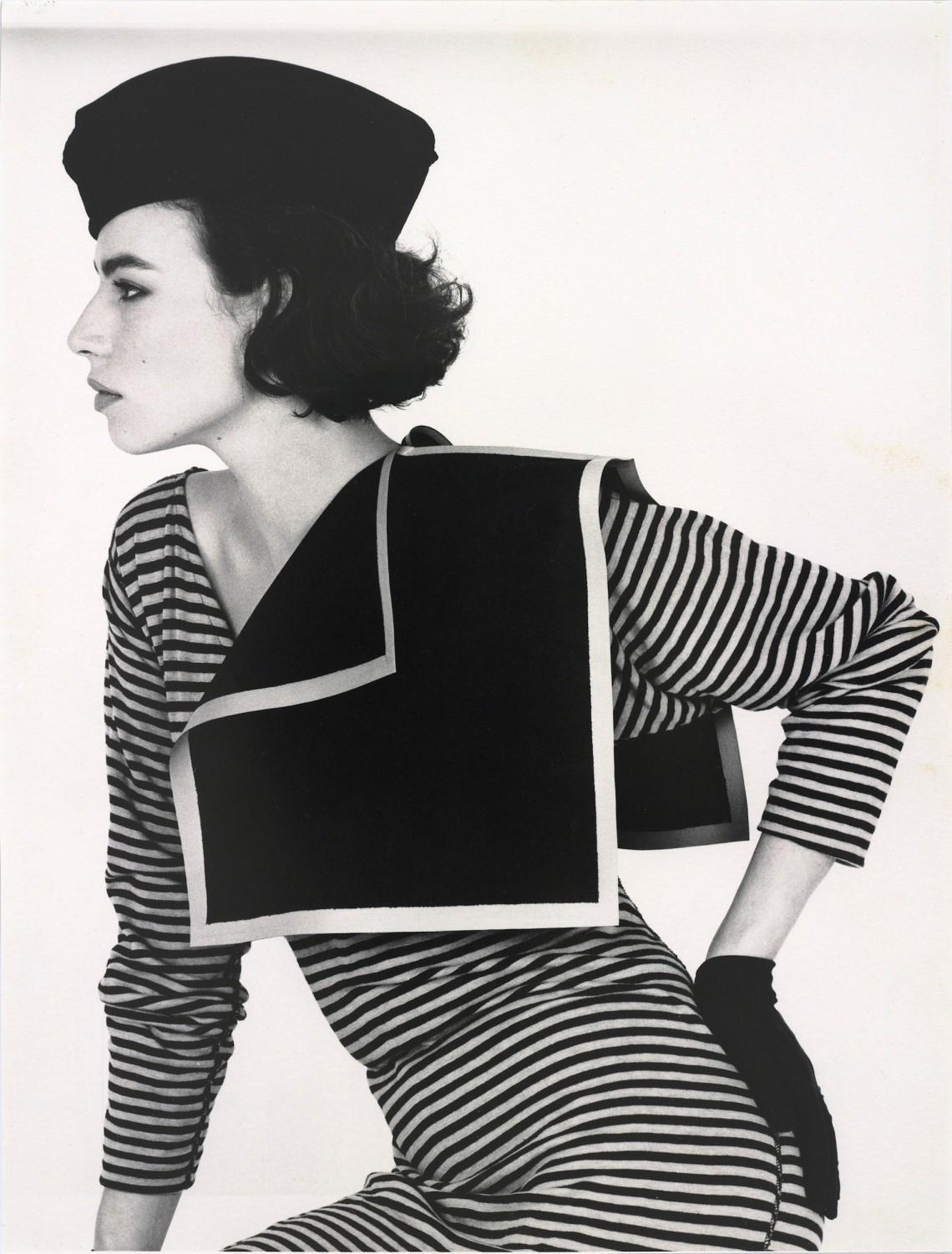 Claudie Berbée en Joke Brakman, Over-all 6a, Geometrisch schouderstuk, 1984, textiel. Foto Anna Beeke, 1984©