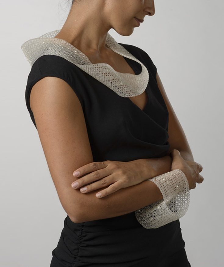Eva van Kempen, Slices, halssieraad en armband, 2015. Foto met dank aan Eva van Kempen, Hugo Rompa©