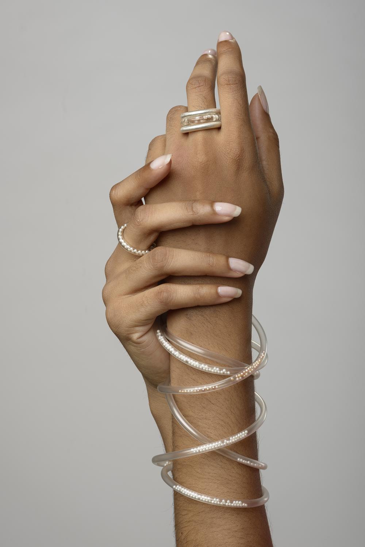 Eva van Kempen, ringen en armband, 2015. Foto met dank aan Eva van Kempen, Hugo Rompa©